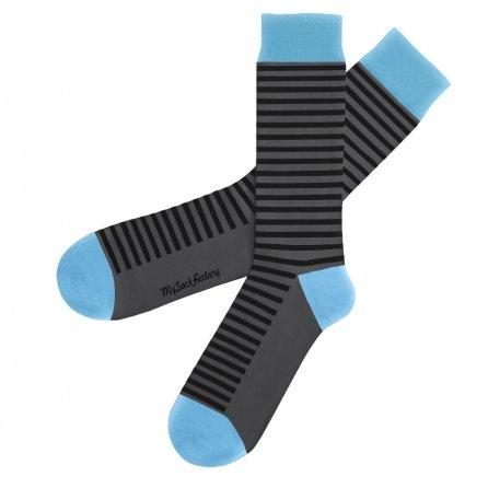 jolies-chaussettes-rayees-grises-et-bleu-ciel-walk-this-way